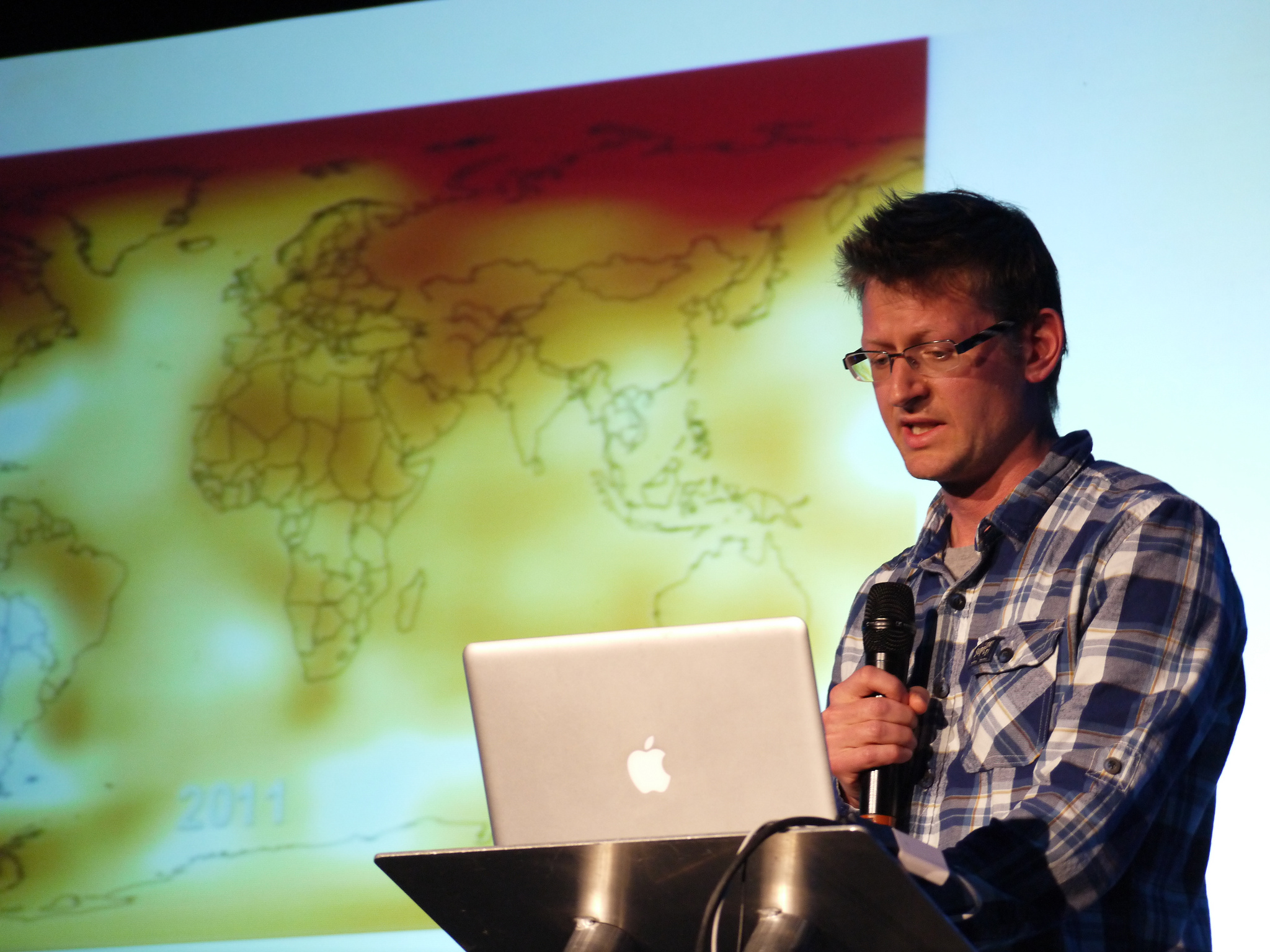 Mark Lynas presenting at the 2013 QED conference in 2013. Credit: Flickr user zooterkin. A new APPC study shows conversion messages can influence public attitudes toward genetically modified (GM) foods.